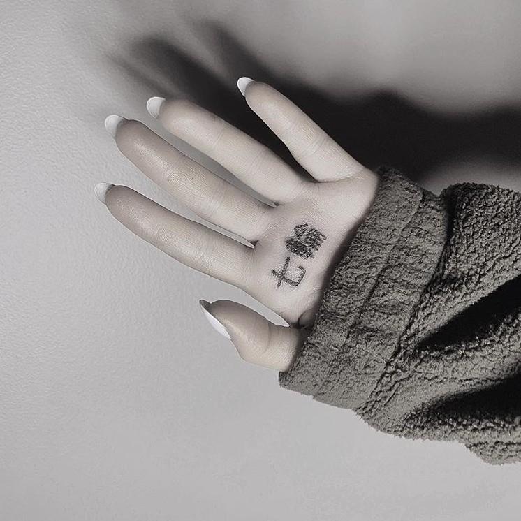 Ariana Grande kanji tattoo