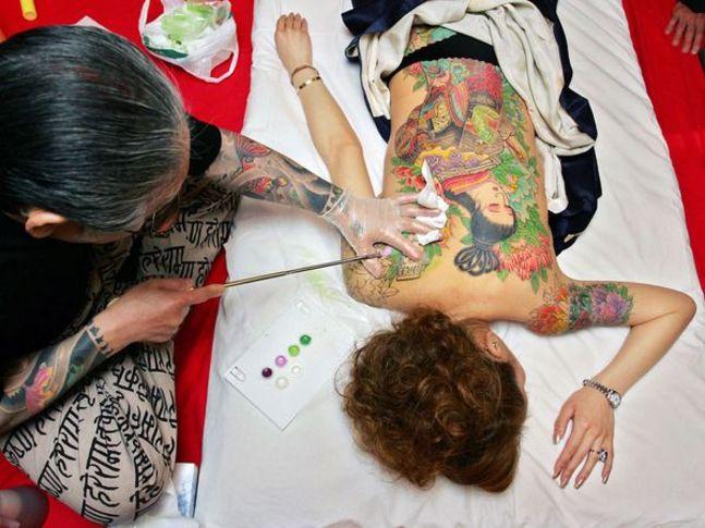 Traditional hand poking Iremuzi tattooing